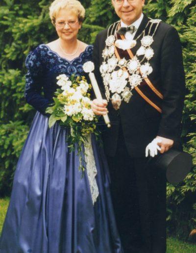 1998 – Bernhard II. (Padberg) und Königin Thea
